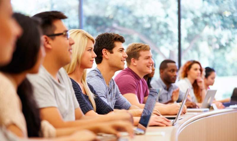 studenten die een les volgen Scholen en universiteiten